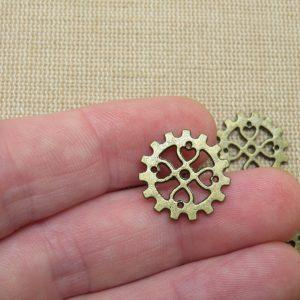 Pendentifs engrenages cœur steampunk 18mm bronze – lot de 8