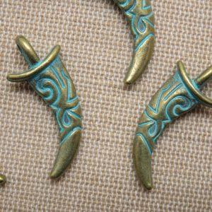 Pendentifs corne métal bronze patiné gravé dague viking – lot de 5
