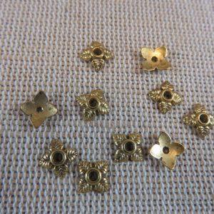 Coupelles fleur doré 8mm en métal apprêt bijoux – lot de 30