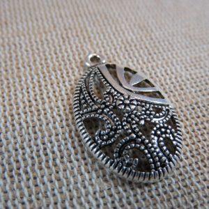 Pendentifs ovale arabesque fleur argenté 26mm – lot de 2