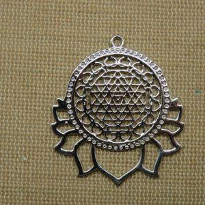 Pendentif fleur lotus sri yantra en cuivre argenté bijoux collier yoga