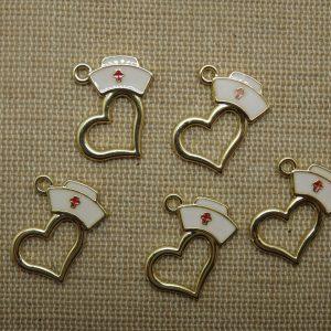 Breloques cœur chapeau infirmière doré métal émaillé 20mm – lot de 5