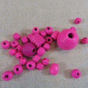 Perles en bois rose foncé différentes formes – lot de 30
