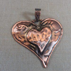 Grand pendentif cœur effet martelé cuivre 74mm avec bélière