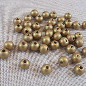 Perles en bois dorée 8mm ronde – lot de 50