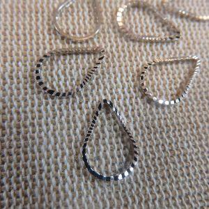 Pendentifs Goutte d'eau argenté en cuivre 13x8mm – lot de 10