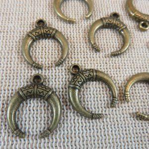 Pendentifs corne bronze demi-lune 18x15mm – lot de 10