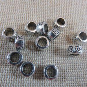 Perles gravé fleurs argenté 7mm en métal – lot de 10