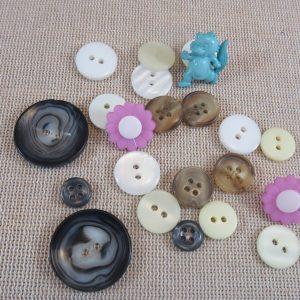 Boutons de couture couleur et forme différentes – lot de 22