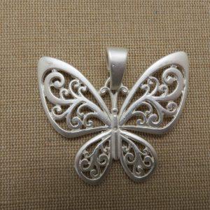 Grand pendentif papillon ailes arabesque fleuri 56mm
