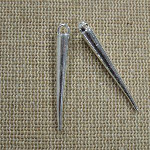 Pendentifs pointe Punk argenté 33mm en métal – lot de 2