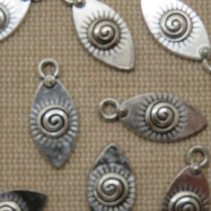 Pendentifs œil soleil spiral métal ton argenté 21x9mm – lot de 12