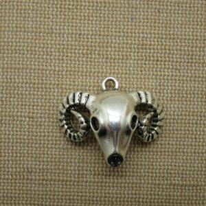 Pendentif tête bélier argenté 28mm crane bouc corne 3D
