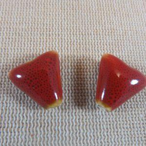 Perles triangle rouge céramique 17mm bohème – lot de 2