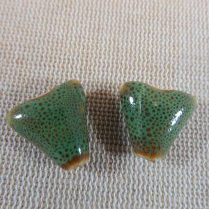 Perles triangle vert céramique 17mm bohème – lot de 2