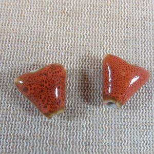 Perles triangle orange céramique 17mm bohème – lot de 2