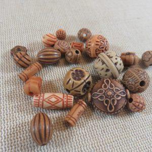 Perles sculpté effet bois gravé ethnique en acrylique – lot de 20