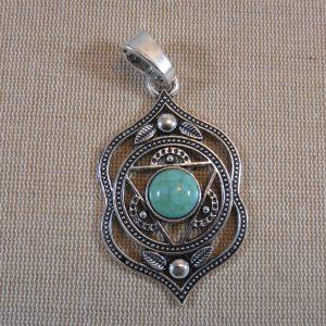 Pendentif fleur Agnya yoga argenté avec cabochon turquoise