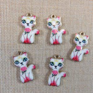 Breloques chat rose métal doré émaillé pendentif 23mm – lot de 5