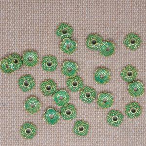 Coupelles fleur doré patiné vert de gris 8mm – lot de 20