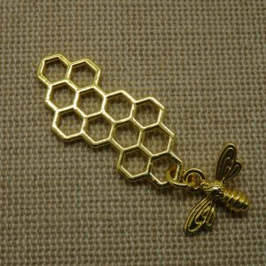 Pendentif nid d'abeille doré avec breloque abeille 46x16mm
