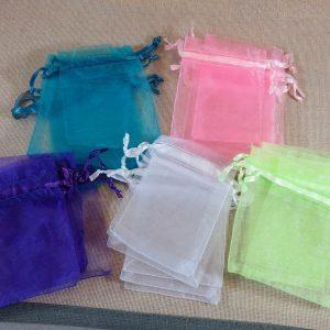 Sachets organza multicolore 9cm x 7cm – lot de 10