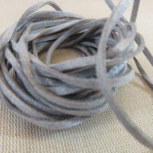 Cordon suédine gris 3mm – vendu par 4 mètres