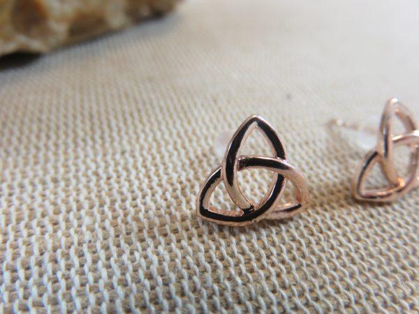 Puces d'oreille nœud celtique triangle bijoux femme