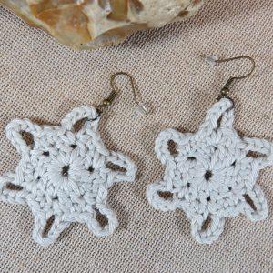Boucles d'oreille étoile crème crocheté coton – bijoux textile femme