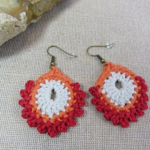 Boucles d'oreille plume paon textile crocheté – bijoux nature femme