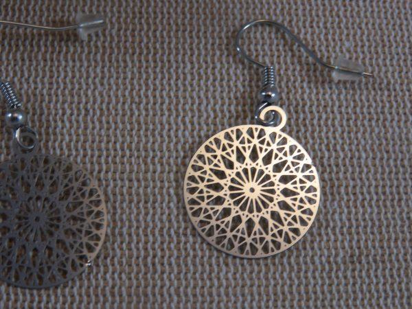 Boucles d'oreille mandala filigrané ronde argenté, bijoux femme