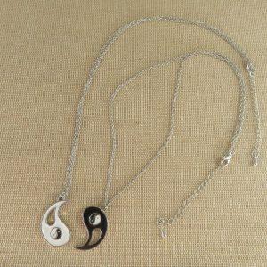 Collier de couple Yin Yang métal émaillé – bijoux de couple