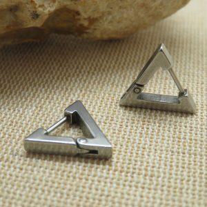 Boucles d'oreille triangle argenté punk – bijoux mixte femme ou homme