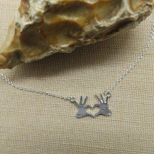 Collier main cœur bijoux pour femme métal coloris argenté – cadeaux pour maman