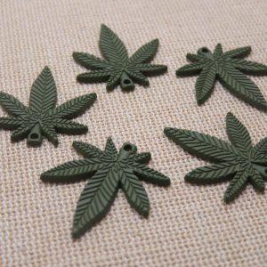 Pendentifs feuille verte breloque cannabis métal 25mm – lot de 5