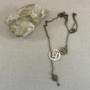 Collier Steampunk lariat engrenage et clé – bijoux femme