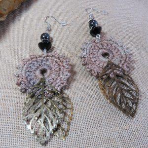 Grande boucles d'oreille textile bohème crocheté et perlé – bijoux femme