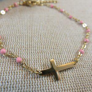 Bracelet croix dorée et petite perles rose – bijoux cadeaux Femme