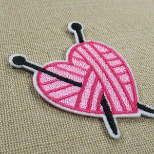 Patch cœur aiguille tricot thermocollant – écusson tricoteuse addict