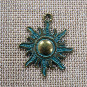 Pendentif soleil bronze patiné 28mm – breloque céleste pour fabrication bijoux