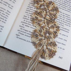 Marque-pages éventail marron crocheté effet dentelle – bijoux de livre