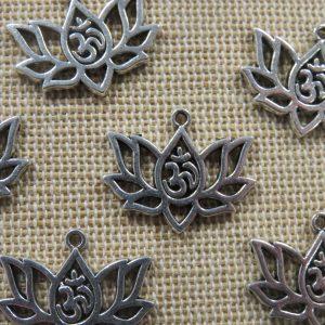 Breloques fleurs lotus argenté 16mm en métal – lot de 5