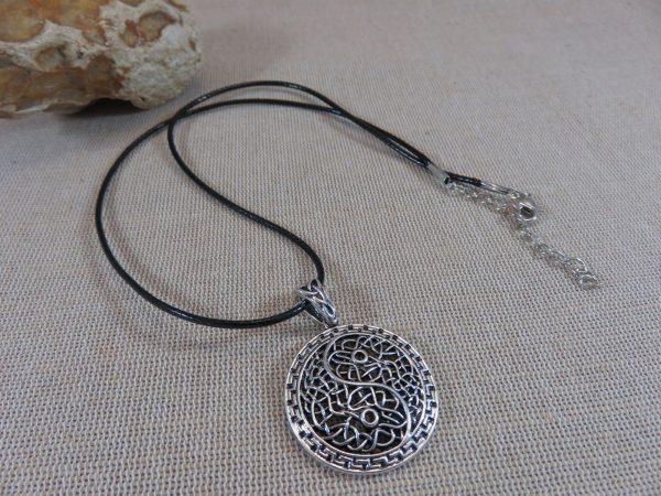 Collier Yin Yang filigrané - bijoux femme zen cadeaux pour maman