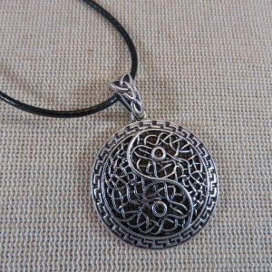 Collier Yin Yang filigrané – bijoux femme zen cadeaux pour maman