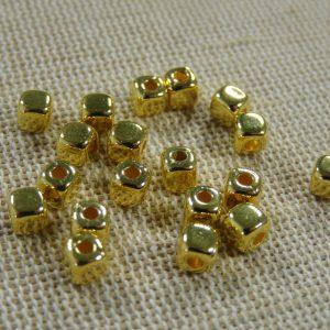 Perles cube Or 4mm CCB carré géométrique – lot de 25