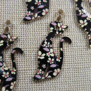 Pendentifs chat noir fleuri émaillé style rétro 37mm – lot de 5