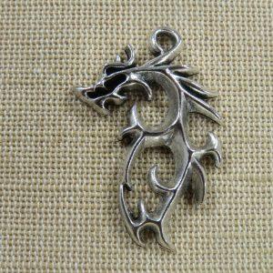 Pendentif Dragon tribal métal couleur argenté