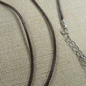 Grand colliers cordon ciré marron 56cm avec chaînette et mousqueton – lot de 10