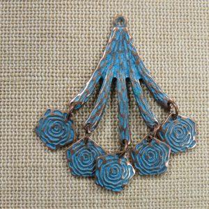 Pendentif branche fleuri cuivre patiné 50mm en métal