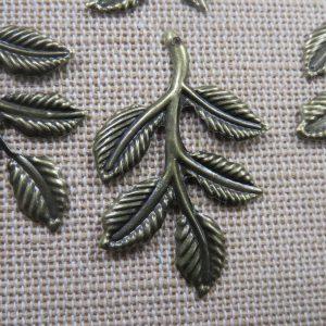 Pendentifs feuille sur branche bronze 36x24mm – lot de 4